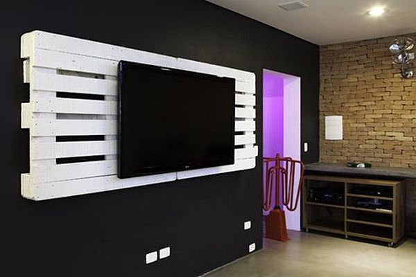 how to make a flat screen tv mount d i y bullseye. Black Bedroom Furniture Sets. Home Design Ideas