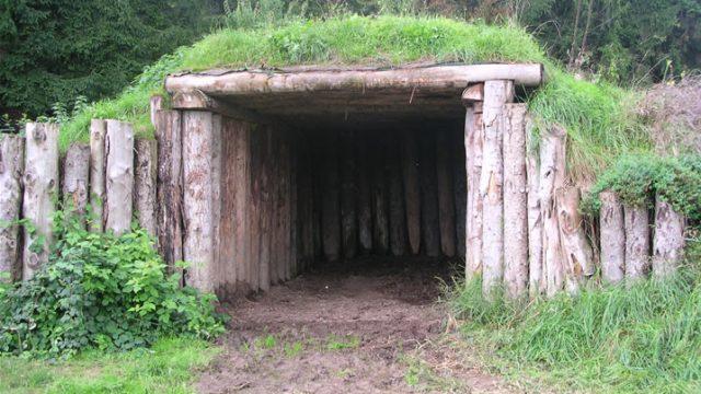 sepp-holzer-log-shelter